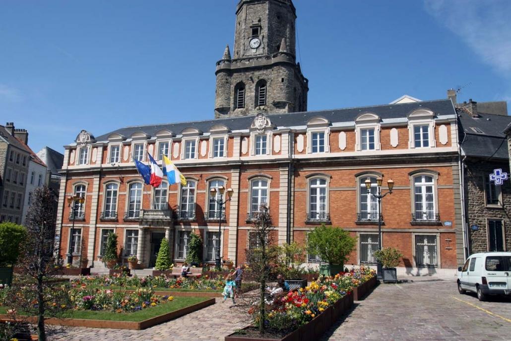 Stadhuis van Boulognes-sur-Mer met Belfort