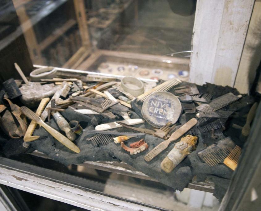 Zalfjes en kammetjes in het museum Romagne 14-18 over de Eerste Wererldoorlog