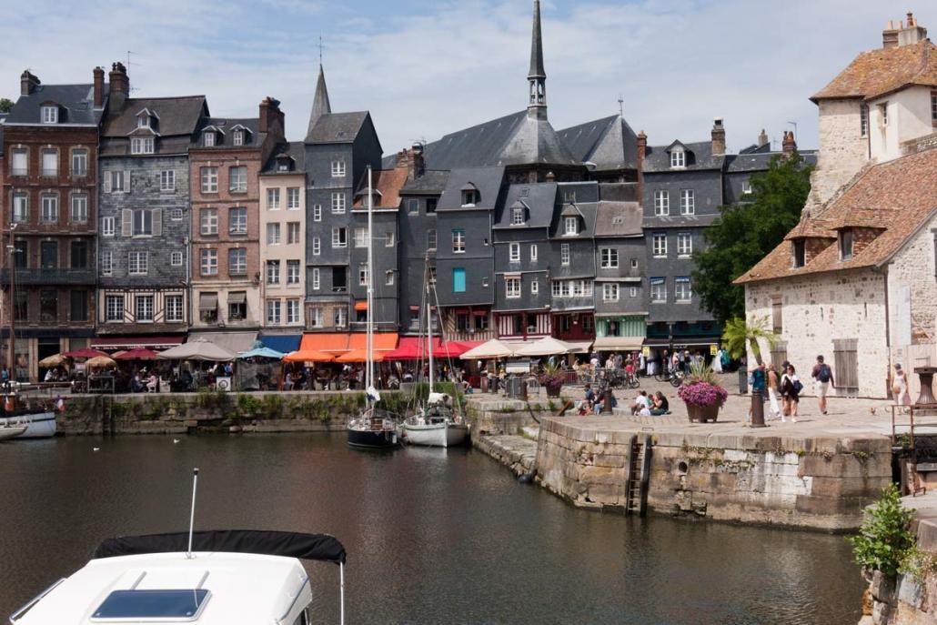 Het vieux bassin in Honfluer in het westen van Frankrijk